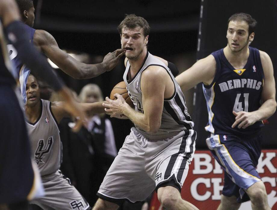 San Antonio Spurs' Tiago Splitter gets a rebound during the first half against the Memphis Grizzlies at the AT&T Center, Wednesday, Oct. 30, 2013. Photo: San Antonio Express-News