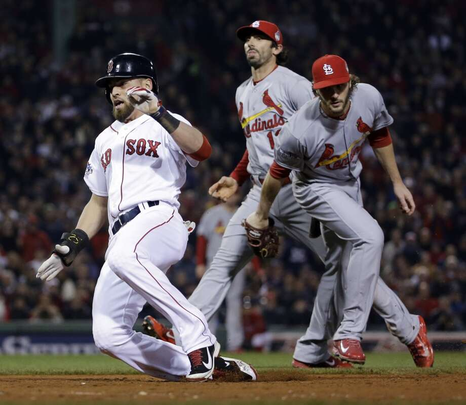 Jacoby Ellsbury gets past Cardinals relief pitcher Kevin Siegrist as he makes it safely back to first on a rundown. Photo: David J. Phillip, Associated Press