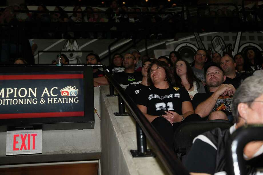 Fans had a great time at the AT&T Center last night for the season opener of the Spurs.
