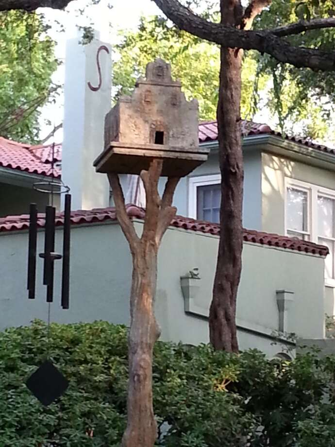 How perfect  is this birdhouse for a San Antonio yard? Photo: Emily Spicer, San Antonio