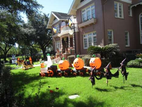 Here is my Halloween decorations at 3618 Burlington.