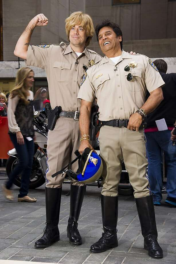 "That's Ponch, not paunch:His show ended 30 years ago, but former ""CHiPs"" star Erik Estrada - here with a wigged-out Carson Daly on NBC's ""Today"" Halloween show - has never stopped being Ponch. Even if his main claim to fame these days is his weight-loss plan. Photo: Charles Sykes, Associated Press"