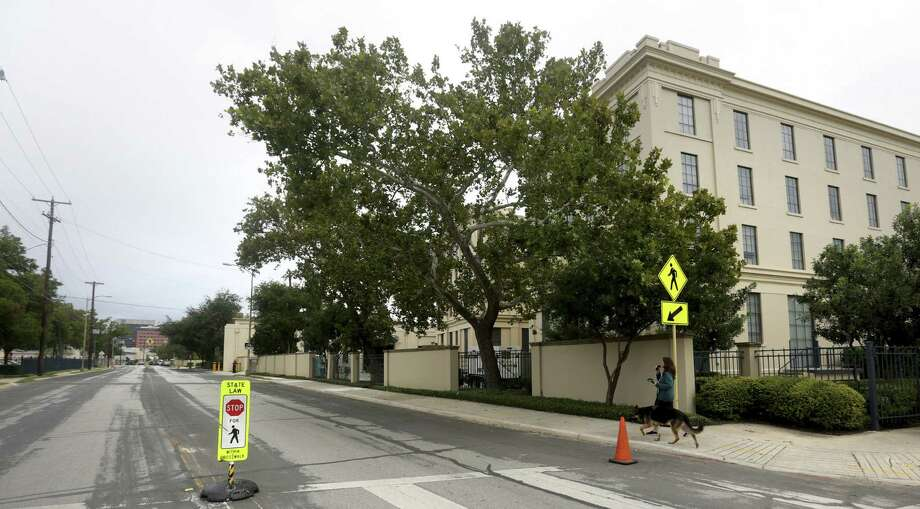 Closing part of South Main Avenue would be an investment in the city akin to Rockefeller Center in New York City. Photo: Bob Owen / San Antonio Express-News