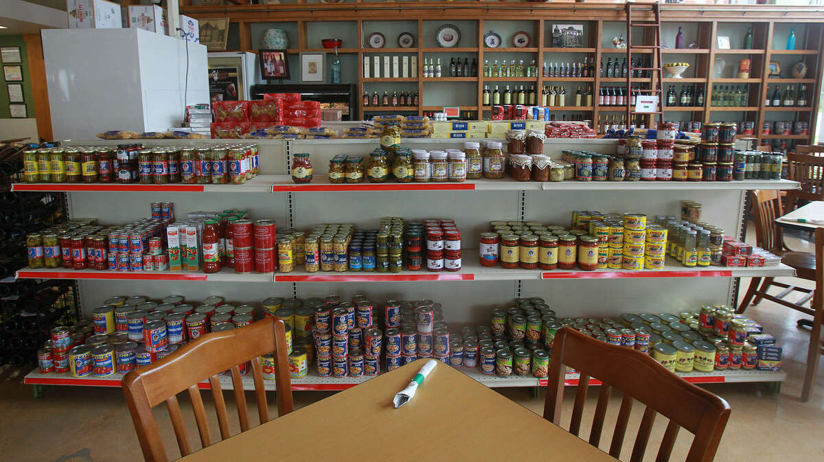 Before or after a meal, browse the selection of Italian olive oils, pastas and other specialties.