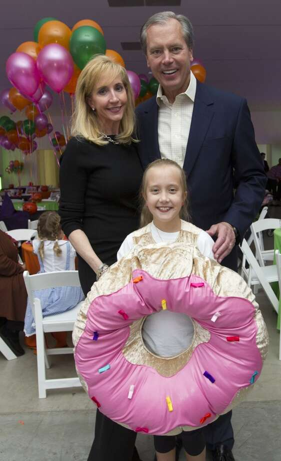 Co-chairs Patricia and Lieutenant Governor of Texas David Dewhurst and their daughter Carolyn, 10, Photo: J. Patric Schneider, For The Chronicle