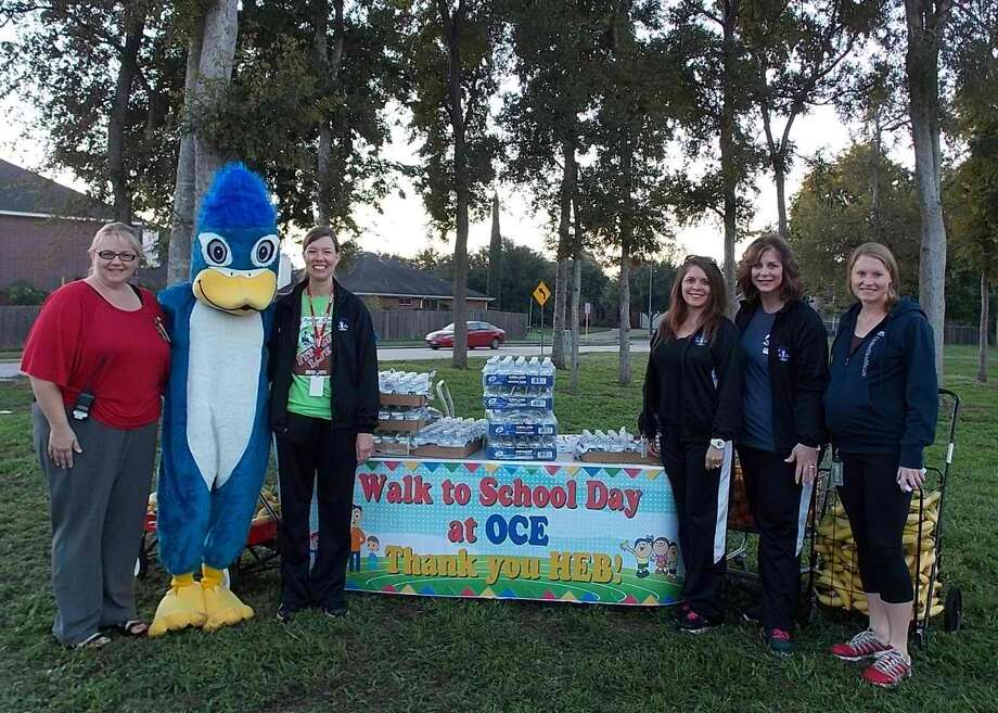 From left, Carrie Richter, Cool Jay the Mascot, Stacy Farrugia, Joy Schwinger, Julie Armiger and Stephanie Kellam attend a refreshment stand at Oyster Creek Elementary School Oct. 9. Photo: Provided By Fort Bend Independent School District