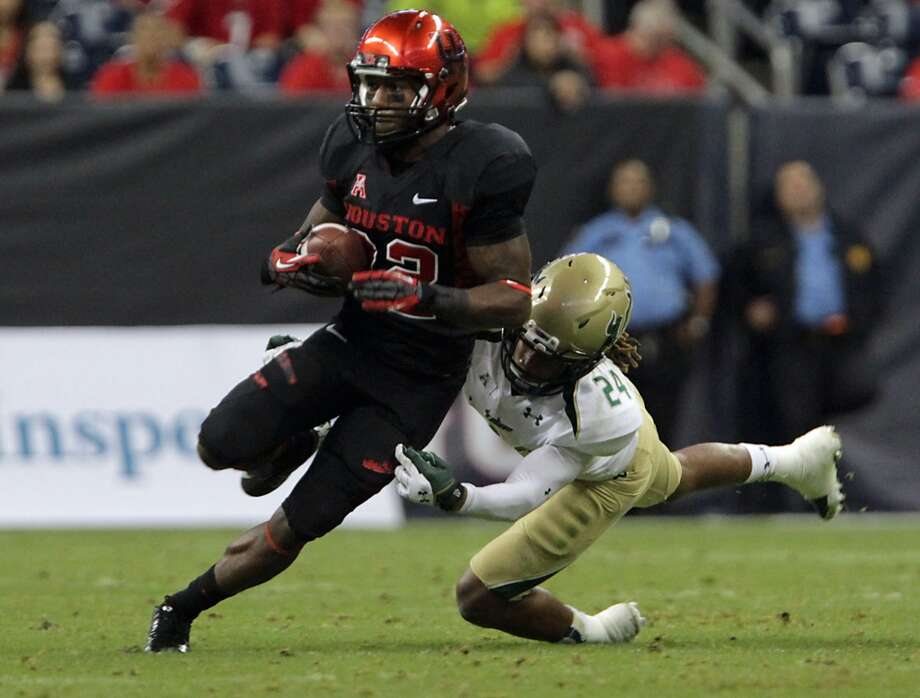 South Florida Bulls defensive back Johnny Ward right, tackles Houston Cougars running back Ryan Jackson. Photo: James Nielsen, Houston Chronicle