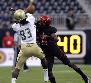 Cougars defensive back Thomas Bates right, breaks up a pass play to South Florida Bulls wide receiver Deonte Welch. Photo: James Nielsen, Houston Chronicle