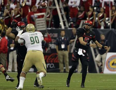 Cougars quarterback John O'Korn right, throws a pass. Photo: James Nielsen, Houston Chronicle