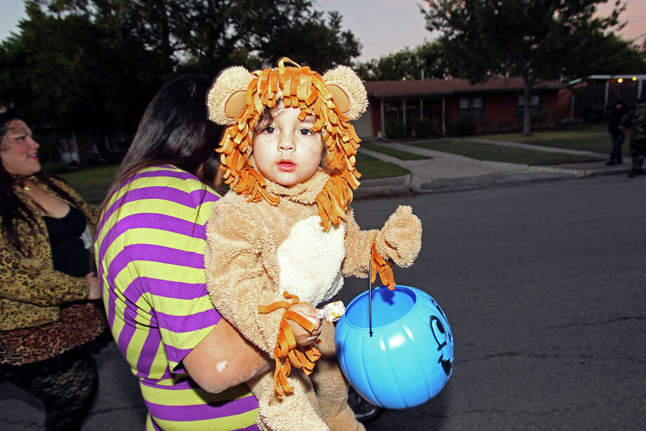 Giovani Rivas looks out from his Cowardly Lion costume as his mom Martine Ponce takes him trick-or-treating on the Southeast Side  on October 31, 2013. Photo: TOM REEL