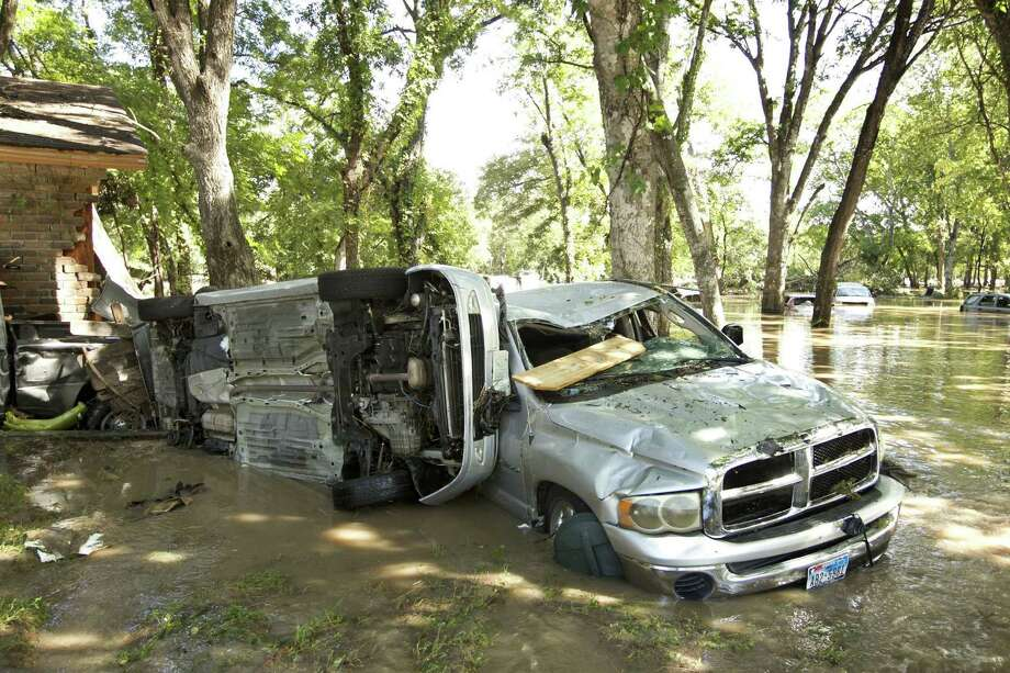 Flooded cars are tossed about on Springville Lane in Austin, Texas, on Thursday, October 31, 2013. Photo: Jay Janner, STATESMAN.COM / STATESMAN.COM