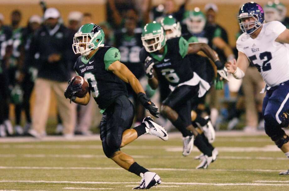 North Texas wide receiver Brelan Chancellor (3) runs through the Rice defense on a kick return for a touchdown. Photo: David Minton, Associated Press