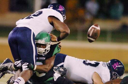 North Texas defensive back Marcus Trice (8) causes a fumble by Rice running back Charles Ross. Photo: David Minton, Associated Press