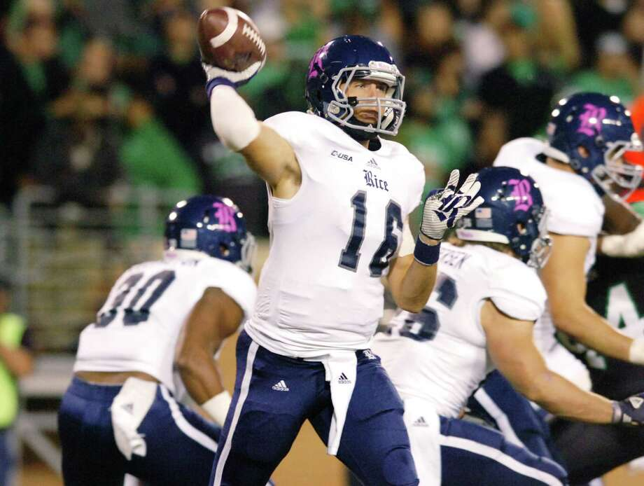 Rice's Taylor McHargue finds the time to throw, which wasn't always the case Thursday against North Texas. McHargue threw for 222 yards and two TDs. Photo: David Minton, MBR / Denton Record-Chronicle