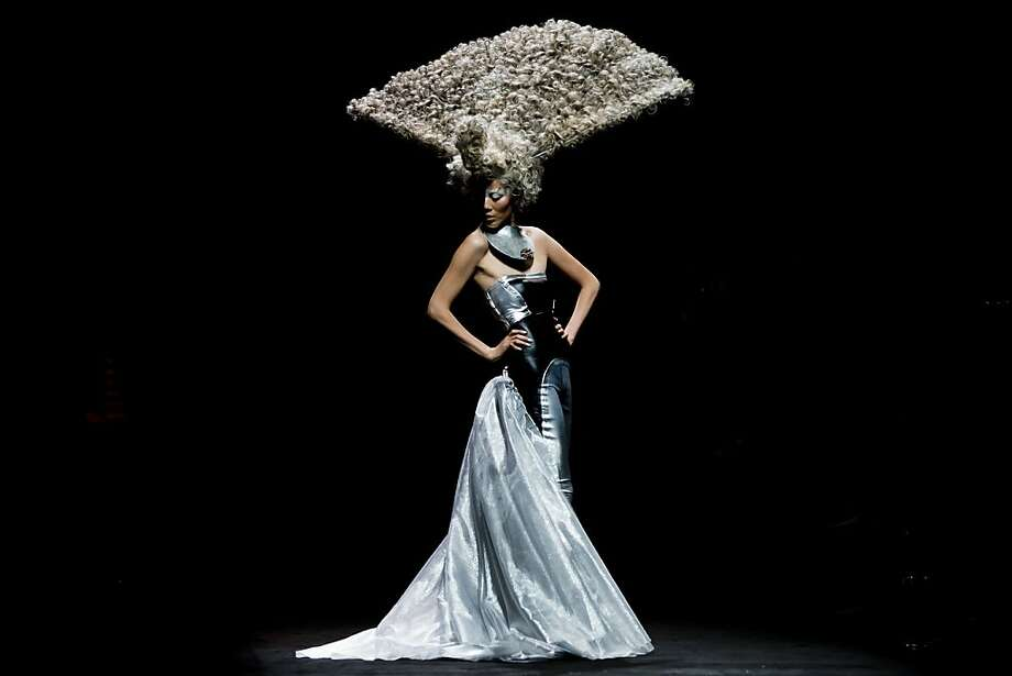 Spread chic:The peacock hairdo created by stylist Wu Jia for the L'Oreal Hairstyling Show at China Fashion Week has its fans. (Beijing.) Photo: Andy Wong, Associated Press