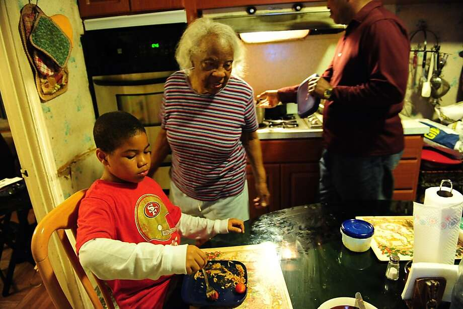 """Desamuel James (left), Essie Webb and Lionel Hill rely on the family's food stamps. """"Every dollar counts,"""" Hill said. Photo: Bates, Susana Freelance, Special To The Chronicle"""