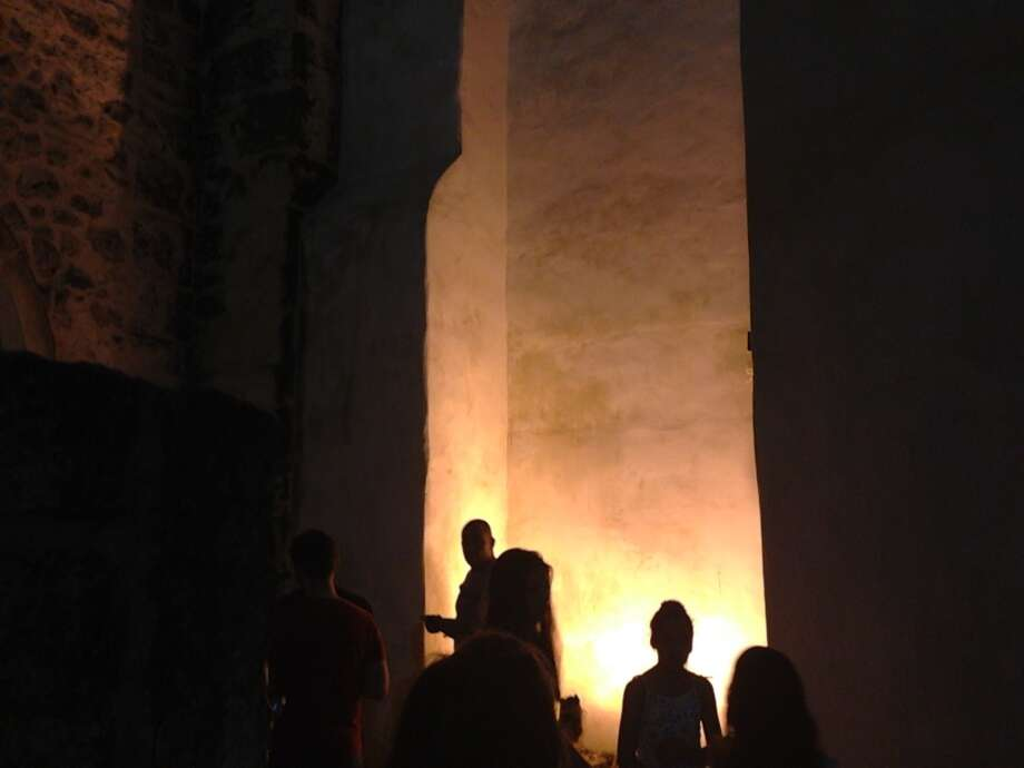 The tour stops by San Fernando Cathedral. Photo: Benjamin Olivo, MySA.com
