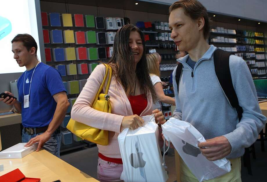 Karo Cara (middle) and Victor Tsaran (right) are some of the first customers buying Apple's new IPad Air at the Apple store on University Ave. in Palo Alto, California, on Friday, November 1, 2013. Photo: Liz Hafalia, The Chronicle