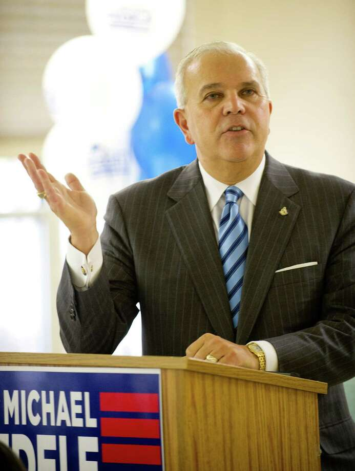 Mayoral candidate Michael Fedele speaks to seniors at Stamford Green on Wednesday, Oct. 16, 2013. Photo: Lindsay Perry / Stamford Advocate