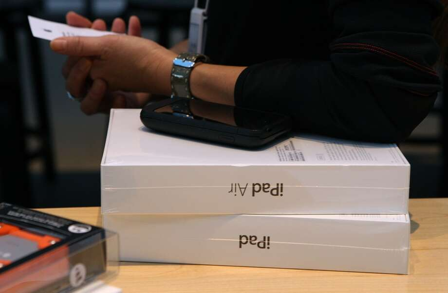 Apple's new IPad Air goes on sale today at the Apple store on University Ave. in Palo Alto, California, on Friday, November 1, 2013. Photo: Liz Hafalia, The Chronicle
