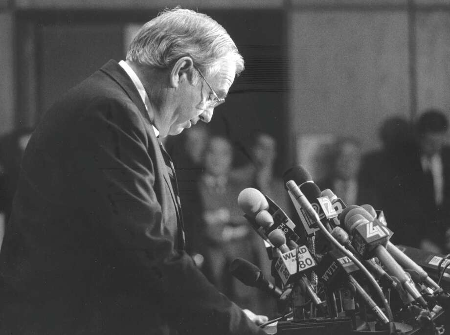 U.S. Sen. Lowell P. Weicker Jr. says goodbye to constituents at Greenwich Town Hall on Nov. 9, 1988, one day after an Election Day loss to Joseph Lieberman. Photo: File Photo, Greenwich Time / Greenwich Time