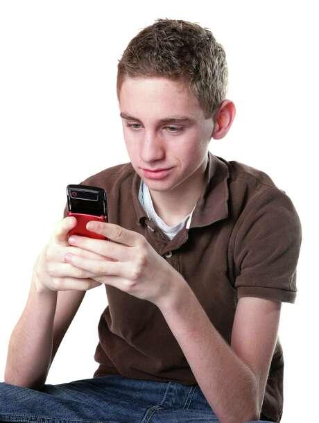 Texting Teen Photo: Jane Norton, Getty Images / (c) Jane norton