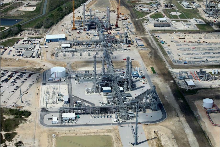 Construction continues on the Lone Star Mont Belvieu natural gas liquids fractionation plant in Texas. The facility fired up ahead of schedule in November 2013, pumping out ethane, butane and propane.