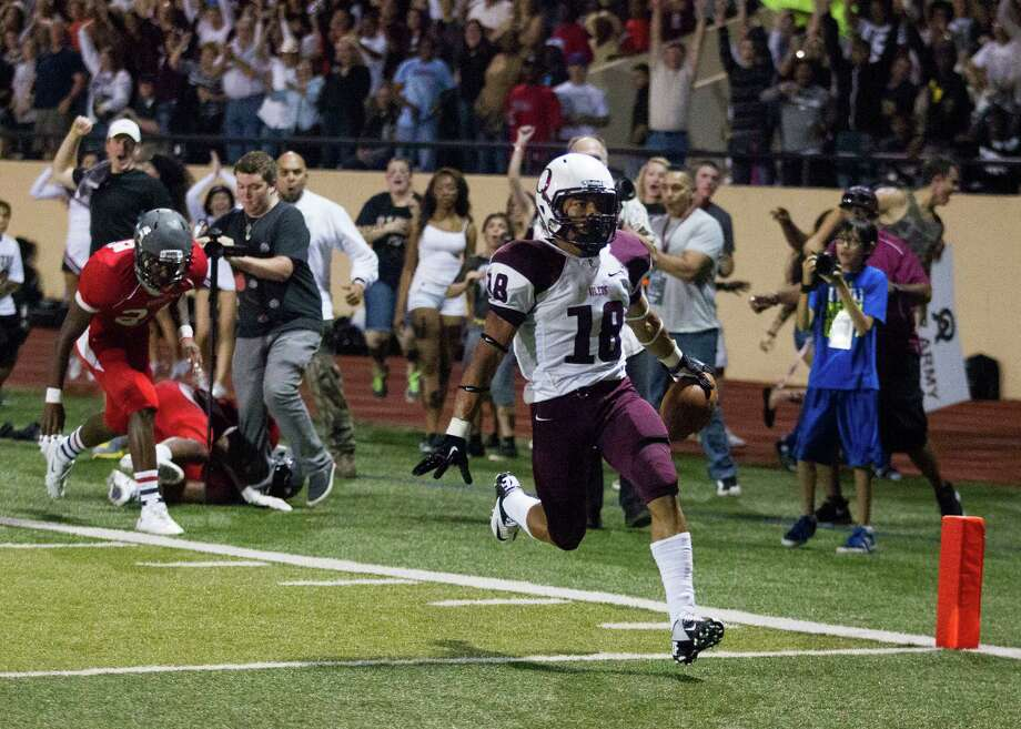 Pearland wide receiver Jacoby Lewis (18) runs in for a touchdown during the first half of a high school football game against Manvel at Alvin Memorial Stadium on Friday, Nov. 1, 2013, in Alvin Photo: J. Patric Schneider, For The Chronicle / © 2013 Houston Chronicle