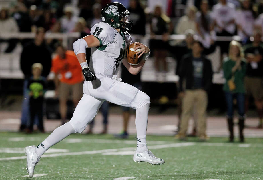 Reagan's Ty Summers sprints towards his seventh touchdown of the night during the second half of their game at Comalander Stadium on Friday, Nov. 1, 2013. Reagan beat the Chargers 49-35. MARVIN PFEIFFER/ mpfeiffer@express-news.net Photo: MARVIN PFEIFFER, Marvin Pfeiffer/ Express-News / Express-News 2013