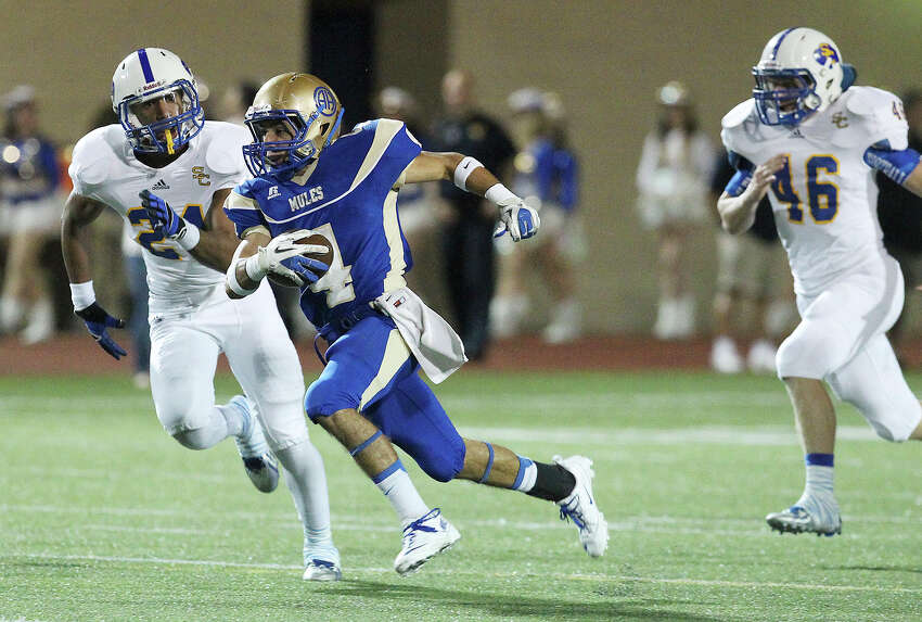 Alamo Heights' Jake Osborne (04) runs past Clemens' Norman Reeves (24) and Jacob Ferguson (46) during their game at Orem Stadium on Friday, Nov. 1, 2013.