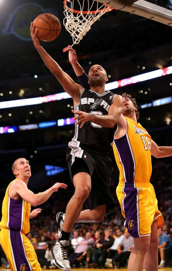 Tony Parker #9 of the San Antonio Spurs shoots over pau Gasol #16 of the Los Angeles Lakers at Staples Center on November 1, 2013 in Los Angeles, California. Photo: Stephen Dunn, Getty Images