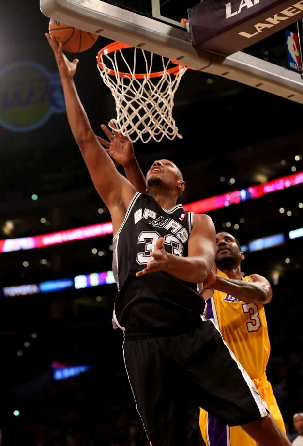 Boris Diaw #33 of the San Antonio Spurs shoots over Shawne Williams #3 of the Los Angeles Lakers at Staples Center on November 1, 2013 in Los Angeles, California. Photo: Stephen Dunn, Getty Images