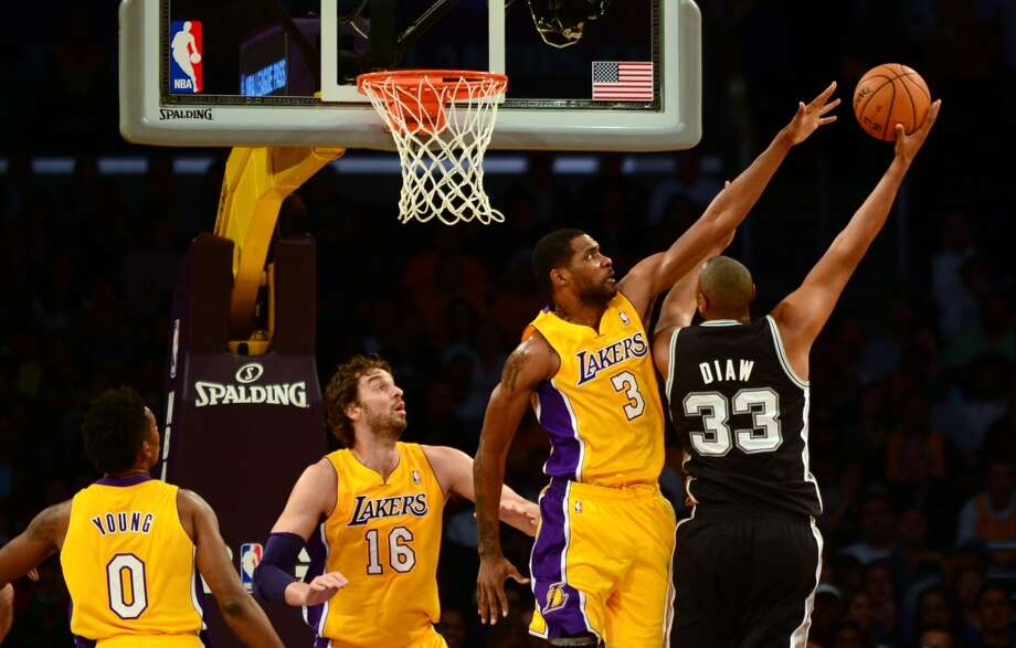 Boris Diaw of the San Antonio Spurs shoots under pressure from Shawne Williams (#3) of the Los Angeles Lakers as Pau Gasol (#16) and Nick Young (#0) watch during NBA action on November 1, 2013 in Los Angeles, California. Photo: FREDERIC J. BROWN, AFP/Getty Images