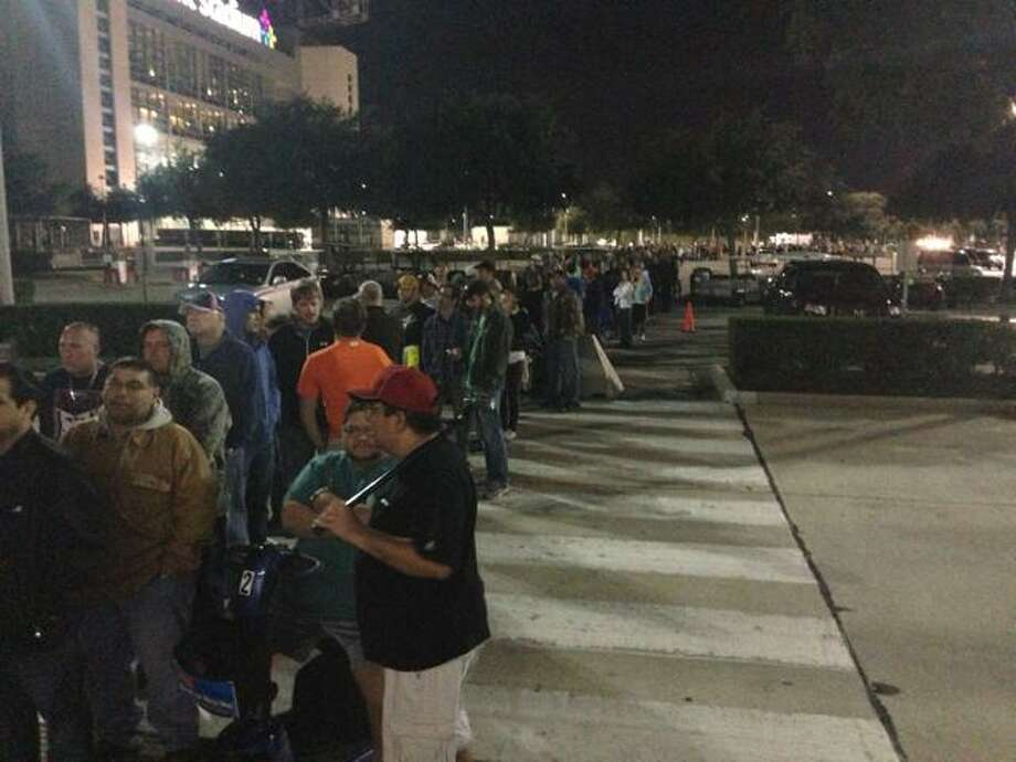 The scene at 5 a.m. as the crowds gather outside Reliant Center for the Astrodome sale. (John Gonzales / Houston Chronicle)