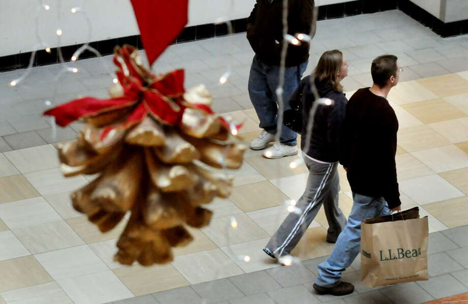 Holiday shoppers look for last minute gifts on Wednesday, Dec. 22, 2010, at Colonie Center in Colonie, N.Y. (Cindy Schultz / Times Union) Photo: Cindy Schultz / 00011527A