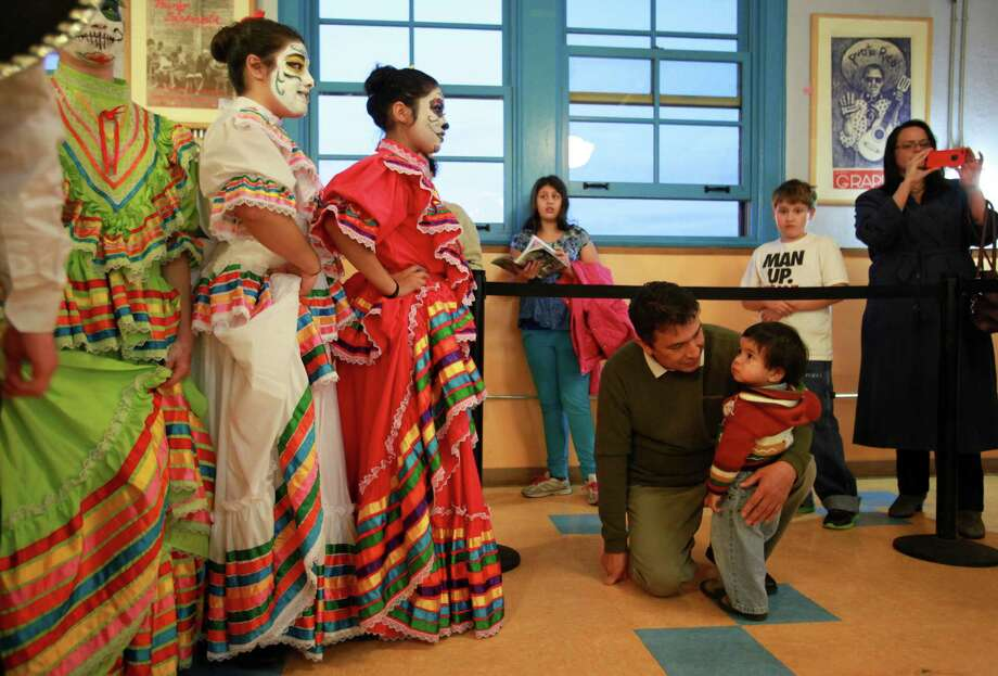Members of Folklore Mexicano Tonantzin dance group wait to perform during the 9th annual Dia de los Muertos event at El Centro de La Raza. Photo: SOFIA JARAMILLO, SEATTLEPI.COM / SEATTLEPI.COM