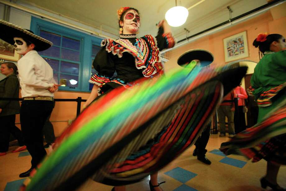 Members of Folklore Mexicano Tonantzin dance group perform during the 9th annual Dia de los Muertos event at El Centro de La Raza. Photo: SOFIA JARAMILLO, SEATTLEPI.COM / SEATTLEPI.COM