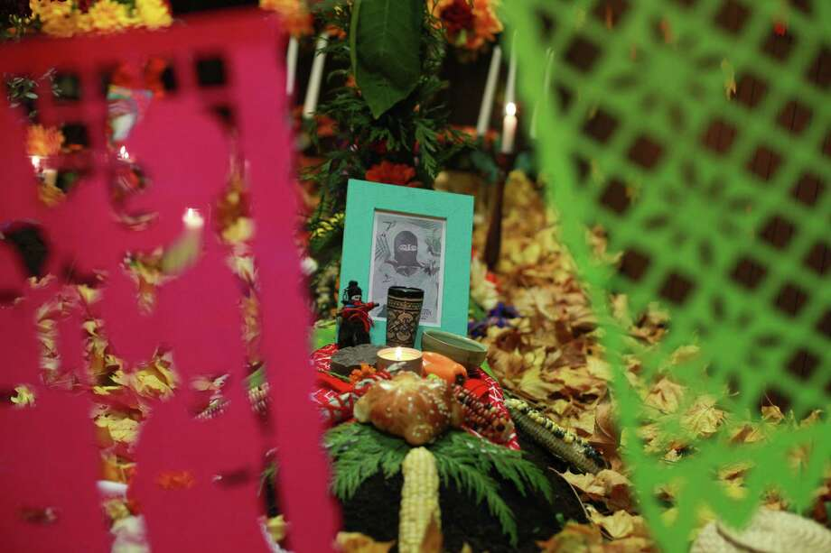 An traditional offering is shown at the 9th annual Dia de los Muertos event at El Centro de La Raza. Dia de Los Muertos is a traditional Mexican holiday dedicated to honoring deceased family members. Photo: SOFIA JARAMILLO, SEATTLEPI.COM / SEATTLEPI.COM
