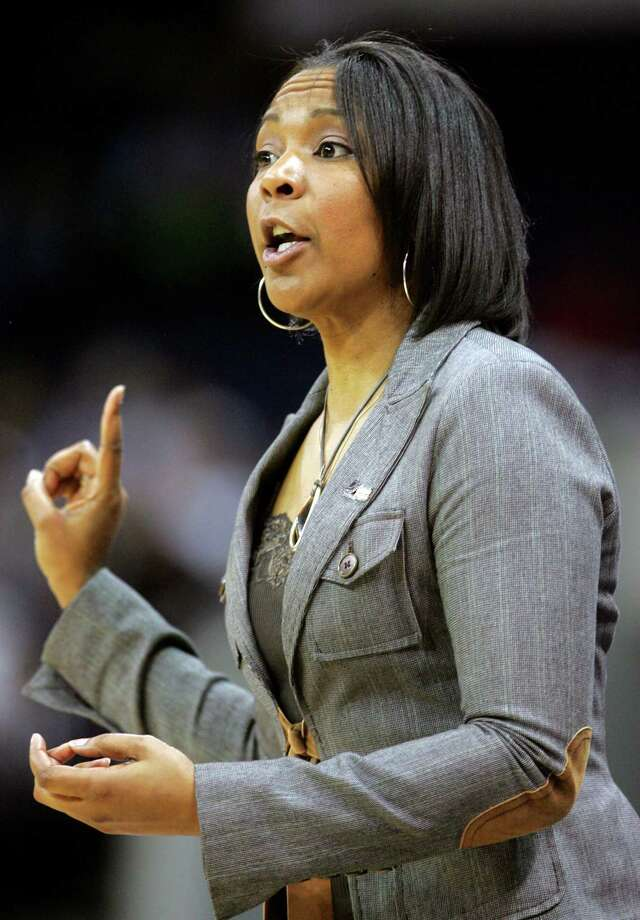 Temple coach Tonya Cardoza directs her team against Connecticut during an NCAA college basketball game Tuesday, March 23, 2010, in Norfolk, Va. Connecticut beat Temple 90-36. (AP Photo/Jason Hirschfeld) Photo: Jason Hirschfeld, ST / Associated Press