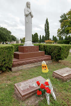 The late former Congressman Henry B. Gonzalez's headstone in San Fernando Cemetery No. 2 on Castroville Road on Oct. 30, 2013. Photo: MARVIN PFEIFFER, San Antonio Express-News / Express-News 2013