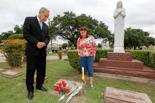 Former Congressman Charlie Gonzalez (left) and his sister, Genevieve Barto, visit the grave of their father, former Congressman Henry B. Gonzalez at San Fernando Cemetery No. 2 on Oct. 30, 2013. Photo: MARVIN PFEIFFER, San Antonio Express-News / Express-News 2013