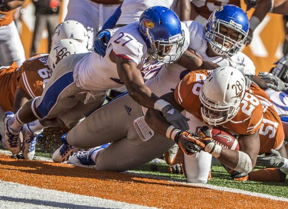 Texas running back Malcolm Brown (28) fights his way into the end zone for a score. Photo: Ricardo Brazziell, McClatchy-Tribune News Service