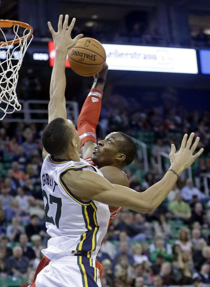 Dwight Howard, right, goes to the basket as Rudy Gobert (27), of France, defends. Photo: Rick Bowmer, Associated Press