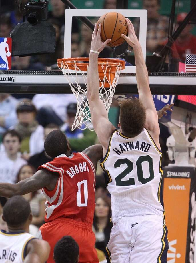 Gordon Hayward (20) dunks the ball over Aaron Brooks (0). Photo: Rick Bowmer, Associated Press