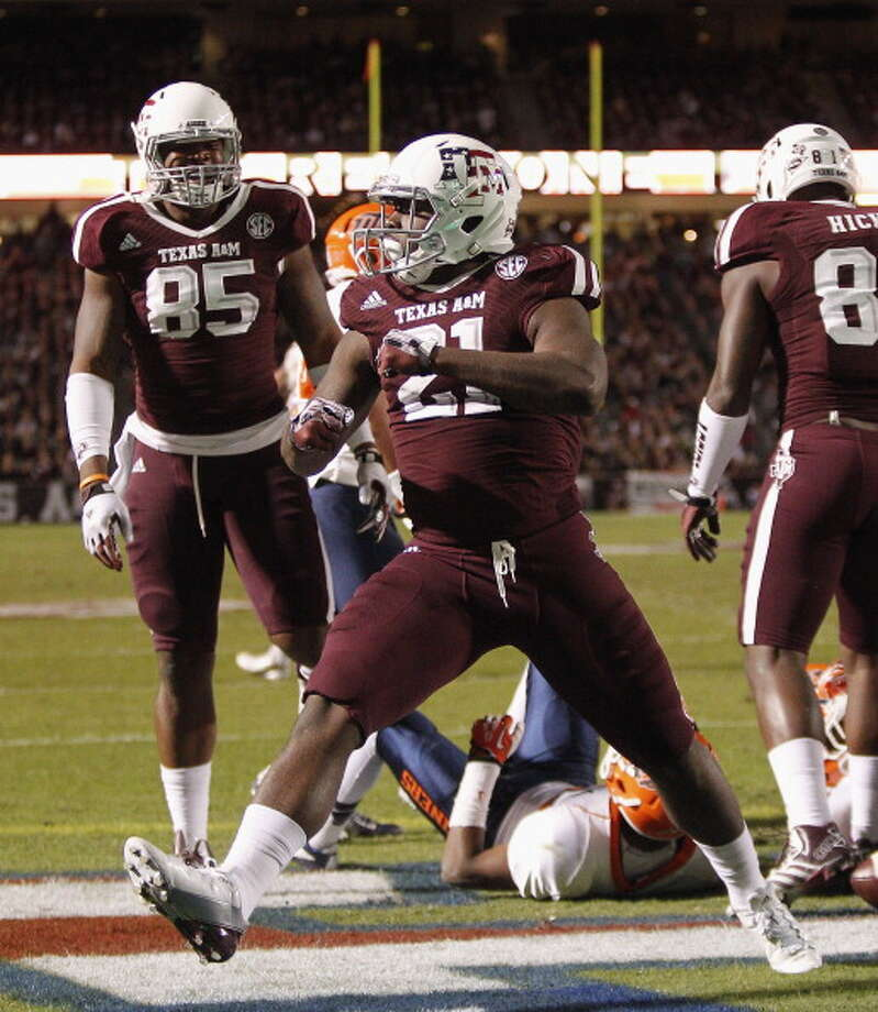 Tra Carson #21 of the Texas A&M Aggies scores in the first quarter against the UTEP Miners at Kyle Field on November 2, 2013 in College Station, Texas. Photo: Bob Levey, Getty Images / 2013 Getty Images