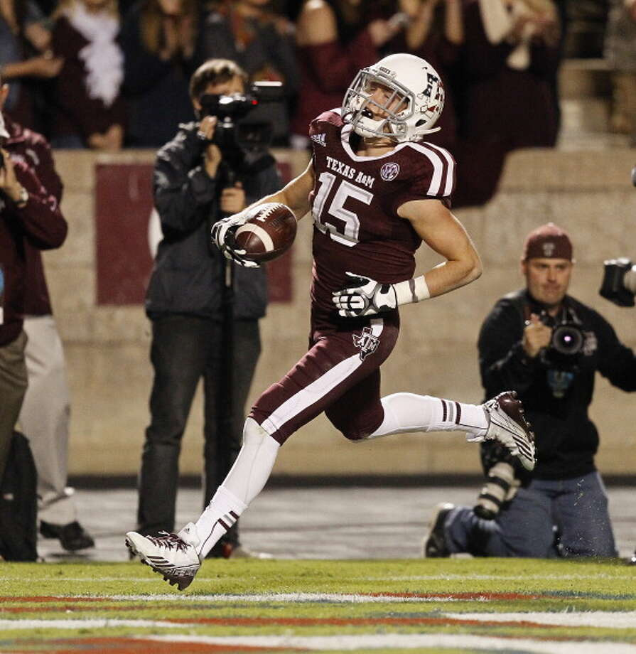 Travis Labhart #15 of the Texas A&M Aggies scores on a 44 yard reception in the first quarter against the UTEP Miners at Kyle Field on November 2, 2013 in College Station, Texas. Photo: Bob Levey, Getty Images / 2013 Getty Images