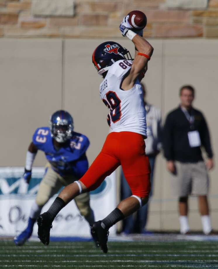 UTSA Aaron Grubb catches a pass during the first half of the Tulsa v Texas-San Antonio football game at Chapman Stadium on Nov 2, 2013. Photo: Tom Gilbert, Tulsa World