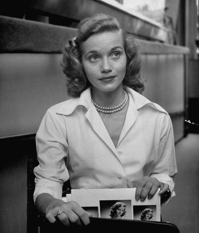 Actress Eva Maria Saint, taking her portraits and calling cards from her briefcase.  (Photo by Nina Leen//Time Life Pictures/Getty Images) Photo: Nina Leen, Time & Life Pictures/Getty Image / Time Life Pictures