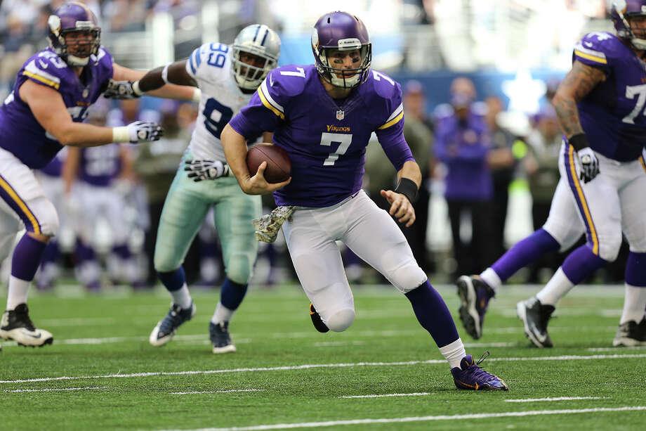 Minnesota Vikings' quarterback Christian Ponder runs for a touchdown during the first half against the Dallas Cowboys at AT&T Stadium, Sunday, Nov. 3, 2013. Photo: Jerry Lara, San Antonio Express-News / ©2013 San Antonio Express-News