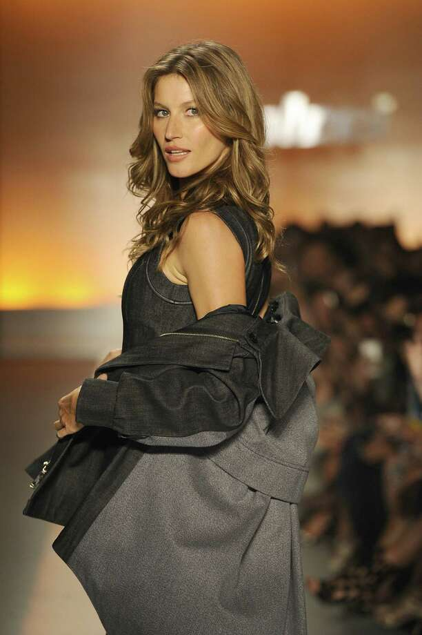 Gisele Bundchen walks the runway during Colcci show at Sao Paulo Fashion Week Winter 2014 on October 31, 2013 in Sao Paulo, Brazil. Photo: Fernanda Calfat, Getty Images / 2013 Fernanda Calfat